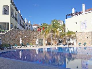 Casa Bonnet, O Pomar. Casa moderna com piscina
