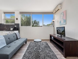 Explore Melbourne from a Convenient South Yarra Pad
