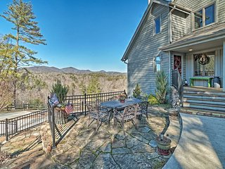 NEW! Hilltop Home w/ Panoramic Forest + Mtn Views!