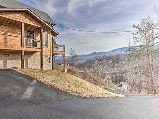 NEW! Gatlinburg Cabin - Hot Tub w/ Mountain Views!
