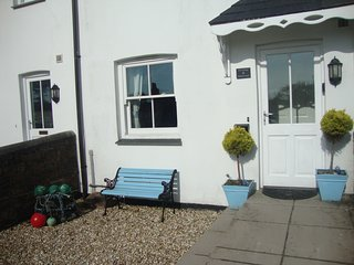 Lily Cottage. Charming, Charlestown two bedroomed Cottage with garden & parking.