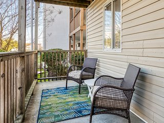 New Listing! Family and dog-friendly first floor condo near downtown Ocean City!