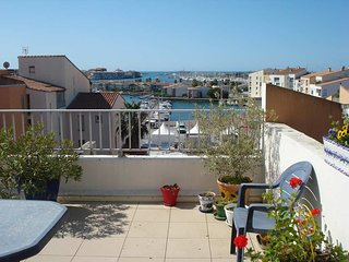 Large 3 bed apartment with large terrace / Centre Port