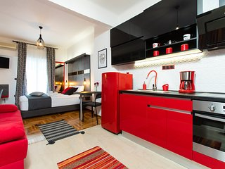 Downtown Luxury Boutique Suites : the Red Suite