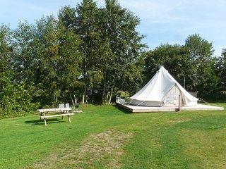 Prachtige Bell-tent 'Kreas', basic kamperen met luxe!
