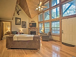 NEW! Luxe StoneBridge Lodge w/ Resort Amenities!