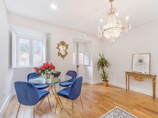 New & Modern Spacious, Stylish & Sunny House W/ lovely Terrace- Lapa