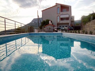 Plesteni Apartment Sleeps 6 with Pool and Air Con - 5825859