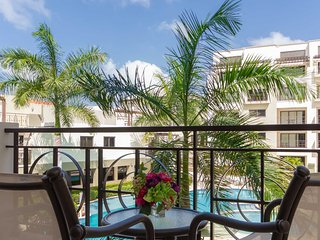 211-Reduced Rates - Elegant Condo, Balcony with Pool Views for a Romantic Settin