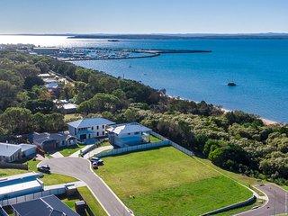Sea breeze,swim beach,close Marina, view of Fraser Island & Ocean