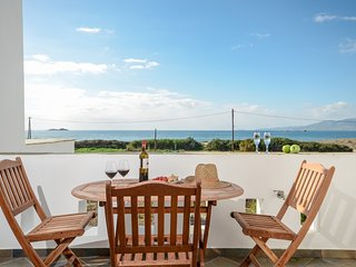 Depis beachfront villas plaka naxos/Maisonette villa with sea view