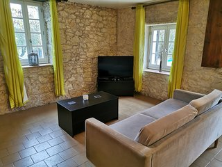 Family Friendly Gite With Pool & Views In SW France.