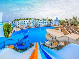 Amazing Suite With Aqua Park Next To Private Beach