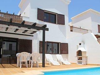 Villa Las Velas - large patio, garden & heated pool. AirCon, Free WiFi & UK TV