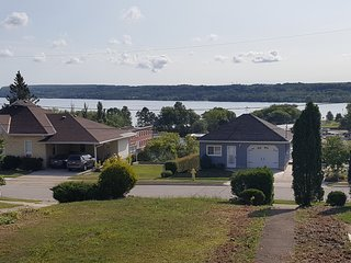 Cozy Accommodations near Bluewater Park (Wiarton) walking distance to downtown