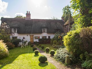 Brook Cottage | Idyllic Thatched Home With Stylish Decor