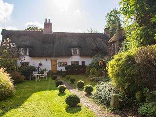 Brook Cottage | Idyllic Thatched Home With Stylish Decor