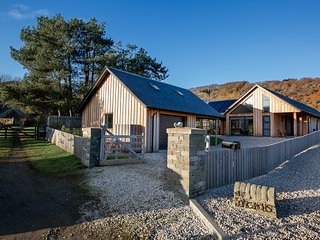 The Longhouse. 5 Star, sleeps 6 and dog friendly with secure garden