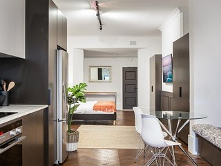 High-End Studio Near Parks, Theatres and Dining