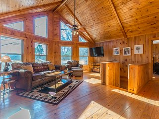 Alpine Sweet 1BR 2BA Private Cabin | Hot Tub | Pet Friendly | Wifi | Pool Table