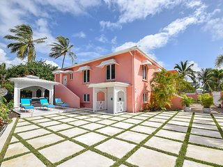 4 Bedroom House Near Beach - Blessed Manor