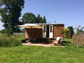 Poachers Hut shepherds hut with Hot Tub