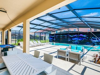 Dog-friendly home w/ pool, spa, mini-golf, game room & resort clubhouse!