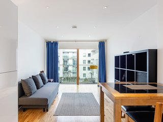 Modern & Bright 1-Bedroom Apt, w/Balcony in Streatham
