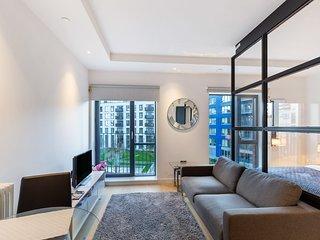 Stunning Studio with Decorated interior in Poplar