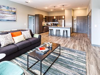 Kasa | Columbia | Luxe 2BD/2BA Canalside Apartment