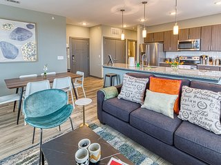 Kasa | Columbia | Spacious 2BD/2BA Canalside Apartment