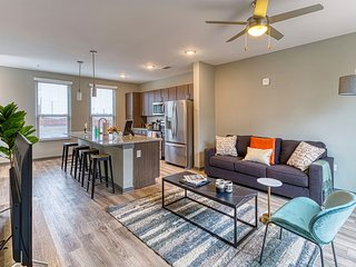 Kasa | Columbia | Luxury 1BD/1BA Canalside Apartment