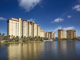 Comfy Family-Friendly Condo Near Disney w/ 5 Outdoor Pools and 2 Lazy Rivers