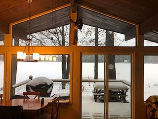 WHEELER LAKE HOUSE (Kalkaska, MI): Sleeps 7, Snowmobile trails nearby!