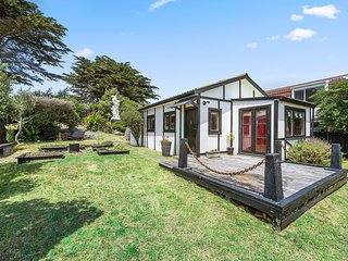 Rodney Coastal Bach - Te Horo Beach Holiday Home, Te Horo Beach