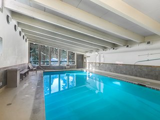 Spacious condo w/ shared hot tub, pool, & sports courts in a great location