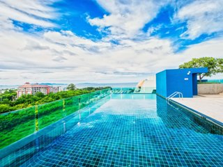 Amazing Rooftop view w/pool 200m beach+parking+wifi+A/C
