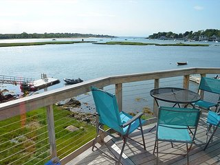 River Breezes: Direct riverfront with incredible sunsets