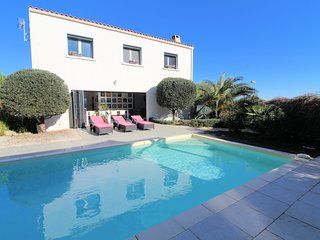 Villa Cerisier, Holiday villa France with private pool near Pezenas sleeps 8