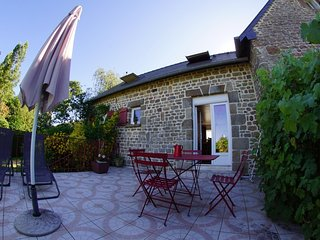 Maison cosy et sa terrasse avec vue sur le bocage en Baie du Mont Saint-Michel
