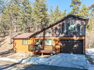 Snow Crest Cabin Adorable 3 BR Central Chalet / Pets Welcome