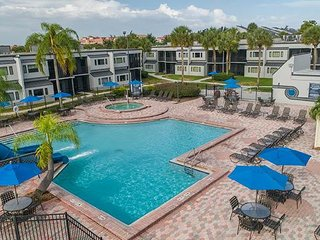 Family-Friendly Condo w/ Resort Pool, Mini-Golf, & Just 1 Mile From Disney!