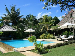Villa Jasmine: Cosy luxury 2BR Beachfront Villa in a beautiful tropical garden