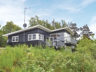 Beautiful home in Glesborg w/ Sauna, 4 Bedrooms and WiFi (E5202)