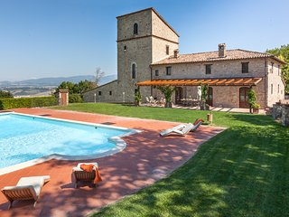 Villa del Falco, sleeps up 13+1. Private pool, tennis court, medieval tower