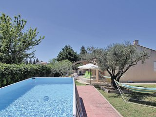 Awesome home in Chateaurenard w/ WiFi, 3 Bedrooms and Outdoor swimming pool (FPB