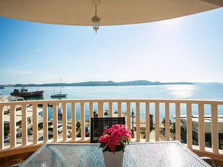 Apartment for 2+2, Seget Donji ❤, by the beach(Kaja A6)