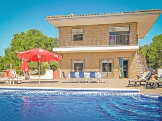 Nice home in Almodóvar del Río with WiFi and 7 Bedrooms (EAC183)