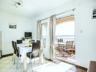 Apartment for 4+2, Seget Donji ❤, by the beach(Kaja A7)