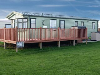 8 berth caravan to hire at Hutleys Caravan Park ref 37003W